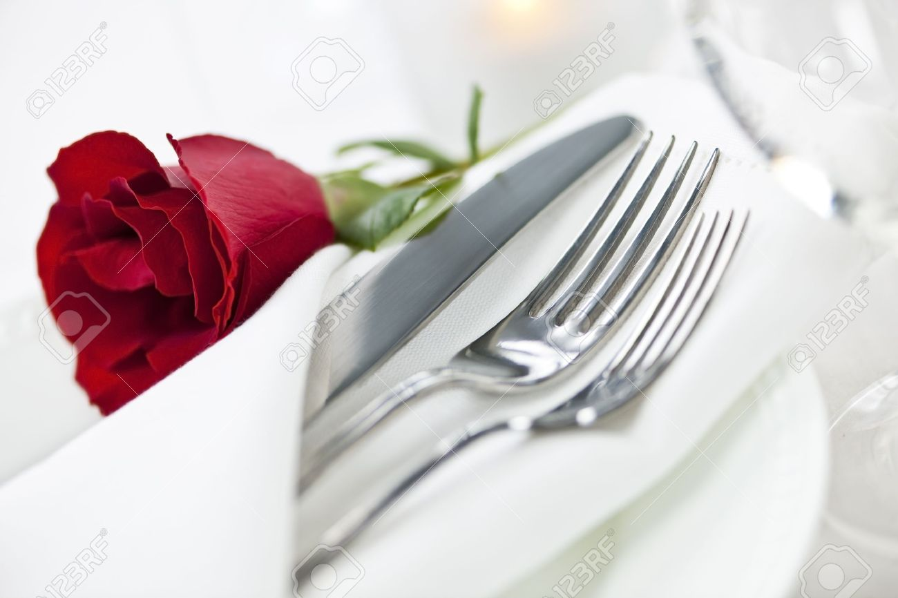 12922879-Romantic-table-setting-with-rose-plates-and-cutlery-Stock-Photo