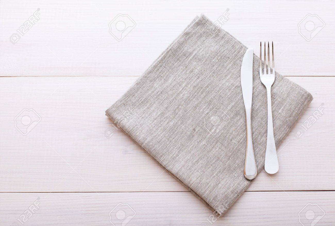 39528370-Empty-plates-cutlery-tablecloth-on-white-table-for-dinner–Stock-Photo